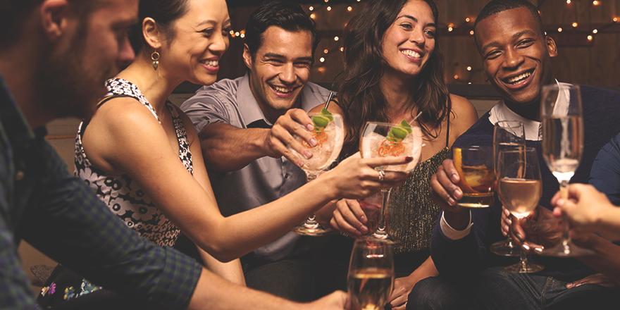 Consejos para sobrevivir a tu cena de empresa by Carmela Gin