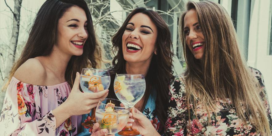 Gintonics al son de la playlist «Carmela Gin»